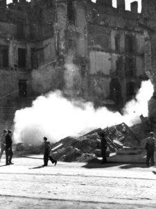 Odgruzowywanie powojennej Warszawy (ze zbiorów Narodowego Archiwum Cyfrowego)